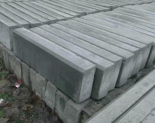 某大型建设工地路沿石批发