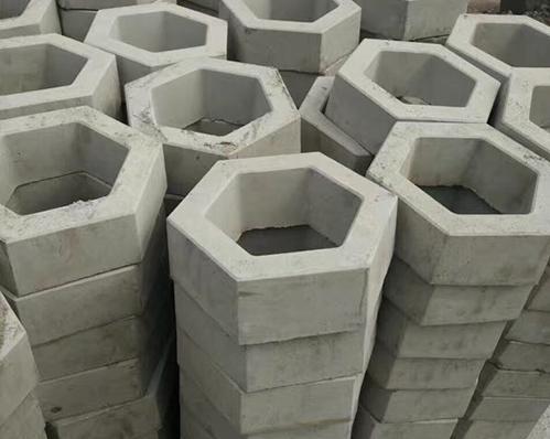 六边形护坡砖铺装工程